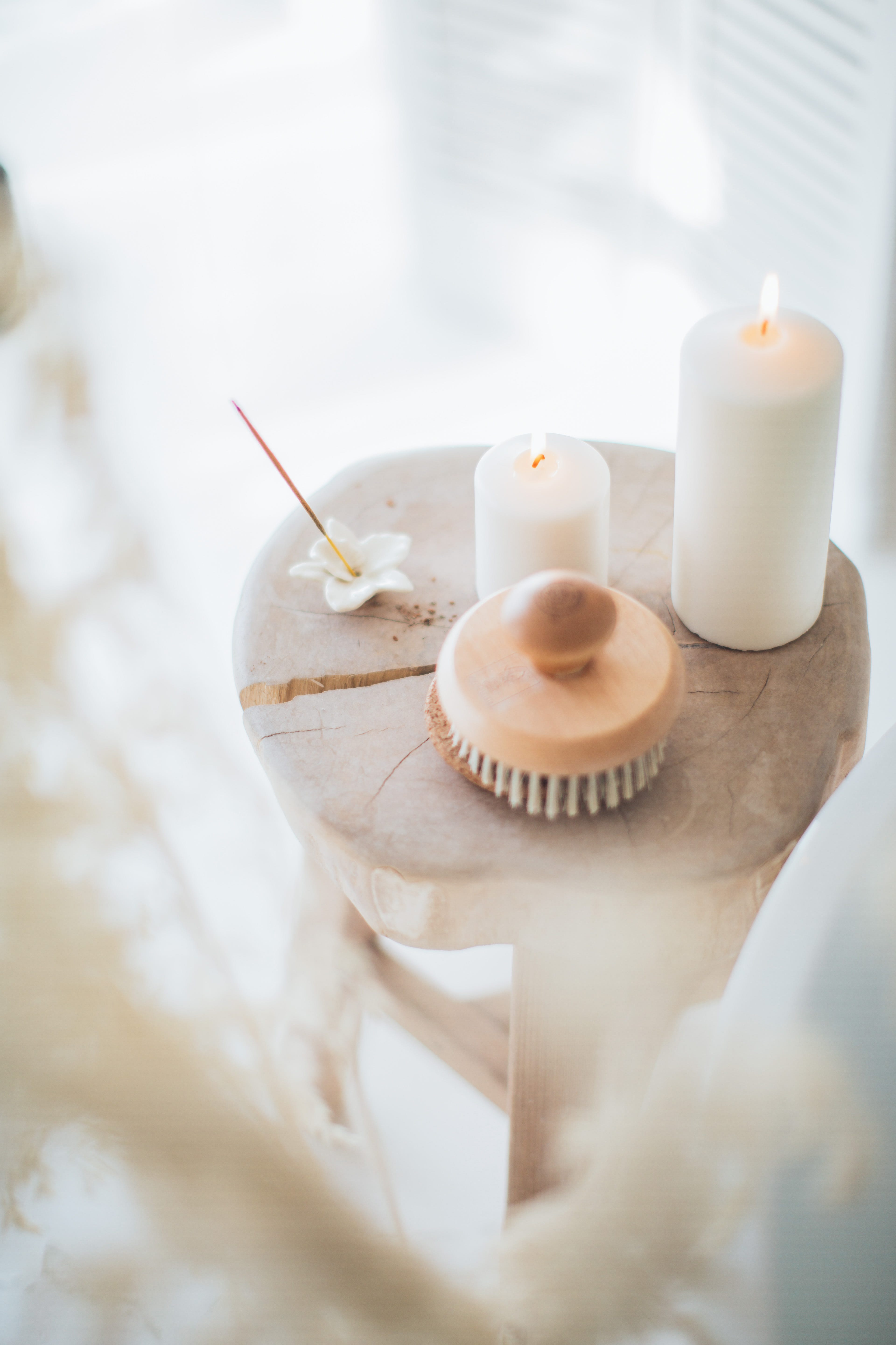 incense-and-white-candles-on-a-stool-3865712.jpg